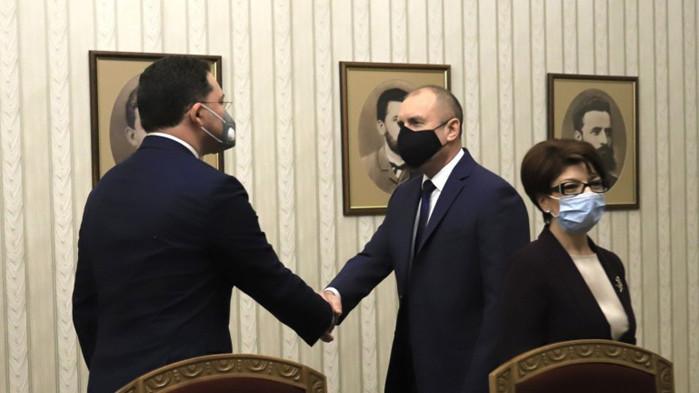 Десислава Атанасова към Радев: Очаквахме поне да ни поздравите, г-н президент