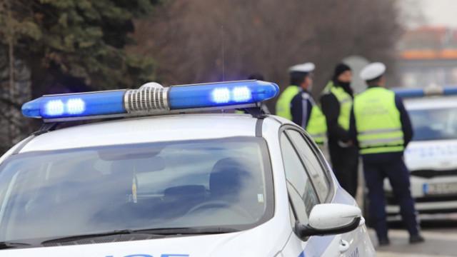 Въоръжени и маскирани обраха инкасо автомобил край Перник