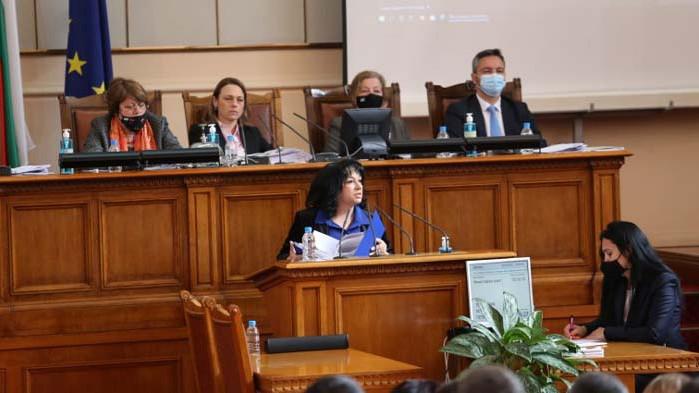 Депутатите да помислят преди да предлагат законови промени, апелира министърът