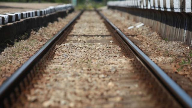 Товарен влак дерайлира в междугарието Ветово-Сеново