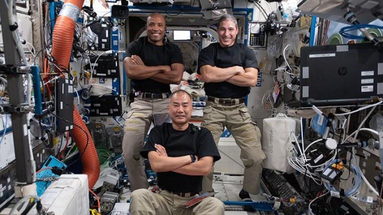 Космическият кораб на SpaceX се скачи с МКС