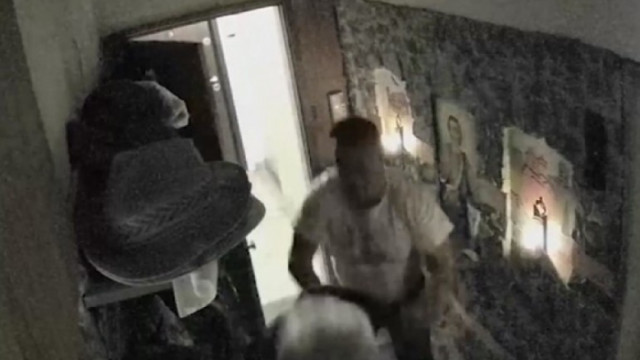 Възрастен мъж беше пребит от свой съсед заради залепена бележка на вратата