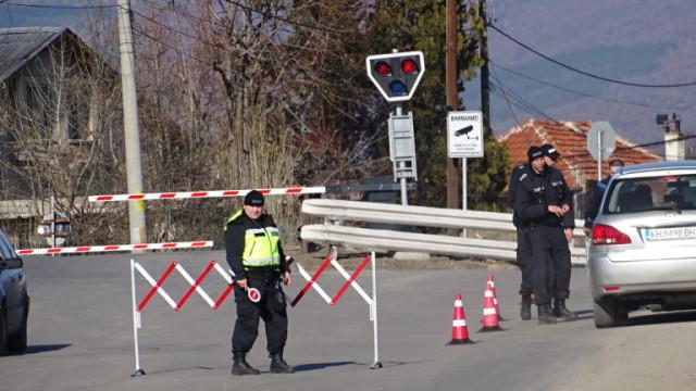"""Роми плашат с бунтове заради блокадата на кюстендилски квартал """"Изток"""""""