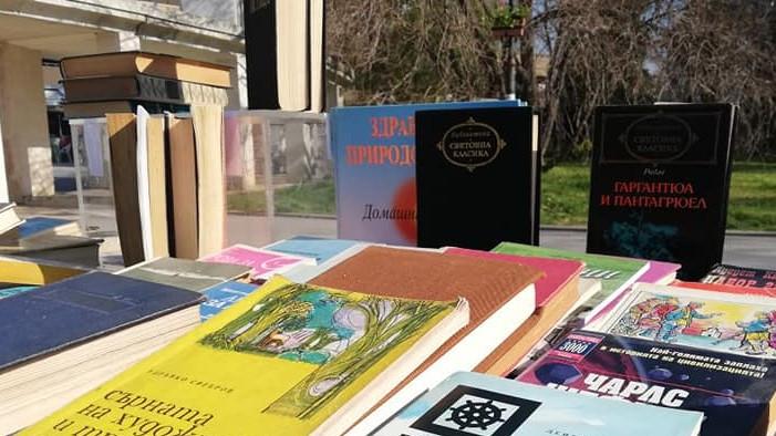 """ВВМУ """"Никола Йонков Вапцаров"""" организира благотворителен базар за книги на"""