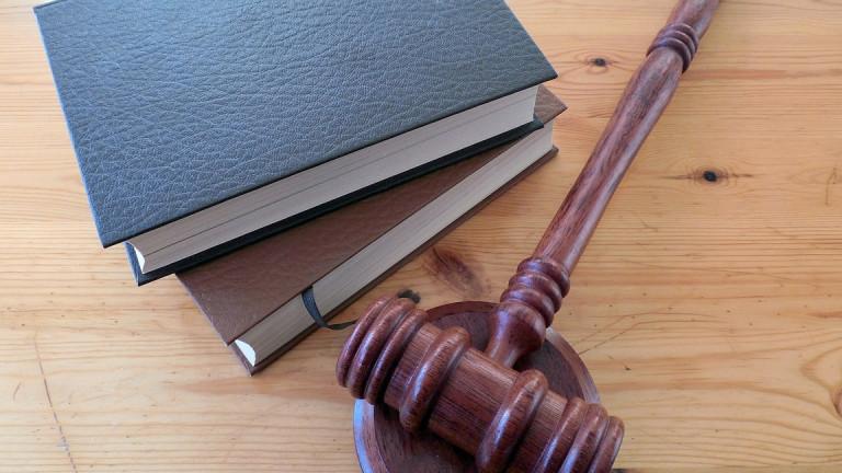 Съдят 16-годишен забавлявал се с ритници в гърба по непознат мъж
