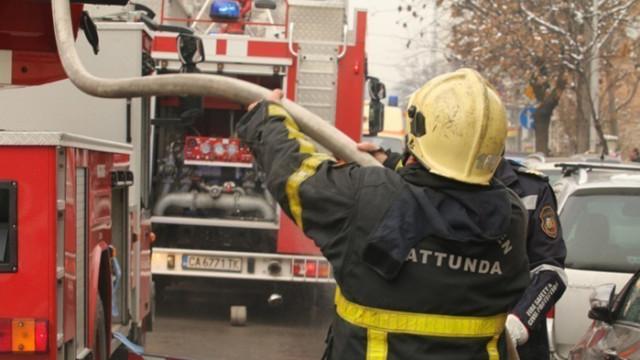 Пожар в кооперация: Жена загина, двама са обгазени, десетки бяха евакуирани