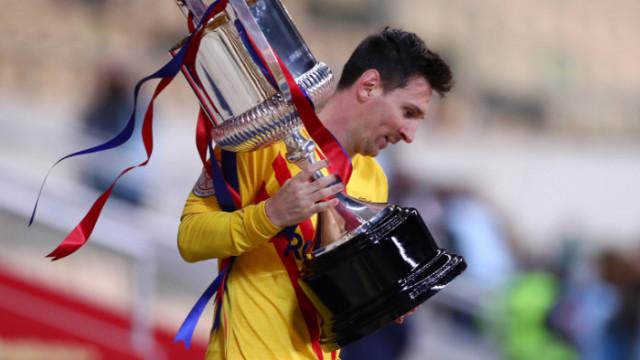 Лионел Меси остава в Барселона
