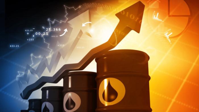 Цените на петрола спадат в петък, след като достигнаха шестседмични