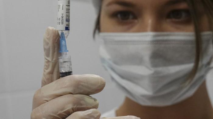 Русия е регистрирала над 400 000 смъртни случаяот миналия април