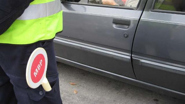 Двама спипани във Варненско да шофират без книжки