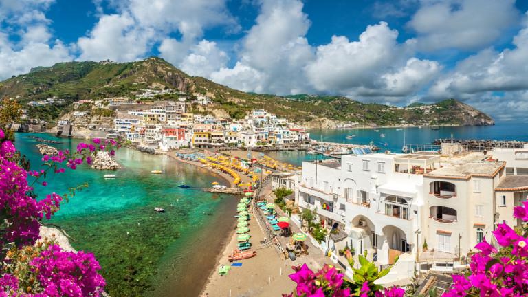 Жителите на малкия италиански остров Иския се надяват, че 30-километровата