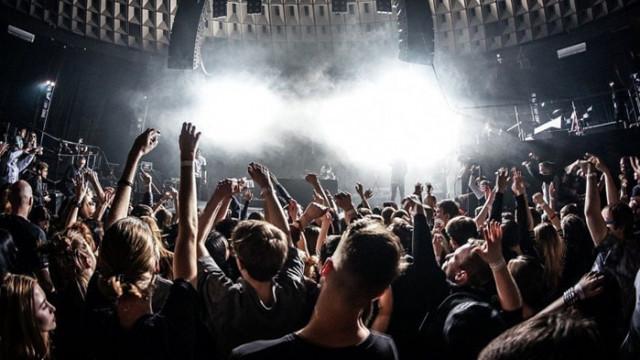 Полицията разпръсква масови незаконни партита във Франция