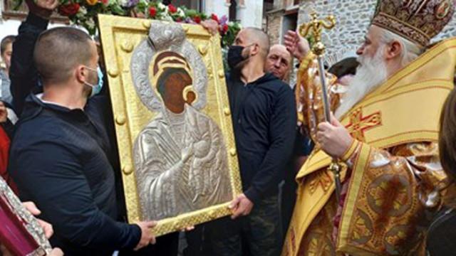 В Бачково изнесоха копието на Божията майка към Клувията (СНИМКИ)