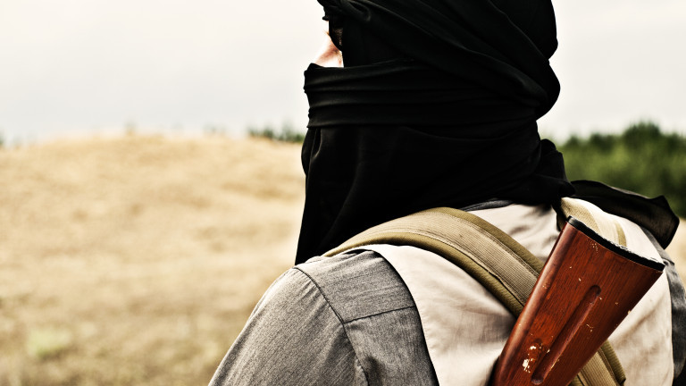 Най-малко седем военни загинаха при нападение на талибаните в Афганистан,съобщава