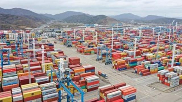 Големите пристанища в Китай отчитат ръст на обработените контейнери