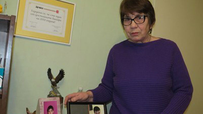 МайкатаСтефка ставаприятелкас жената,която живеедълго времес черния дробна Сашо, през2020-а обачеИвка
