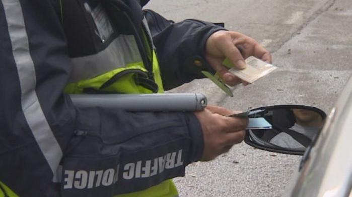 Съдят двама старши полицаи от Варна за искане на подкуп