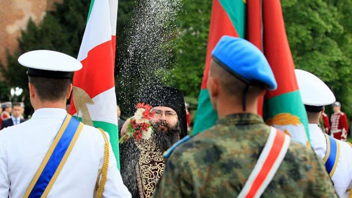 Осветиха бойните знамена и знамената-светини (СНИМКИ)