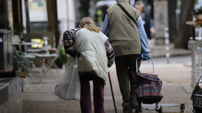 Изплащат пенсиите и еднократната сума от 50 лева към тях
