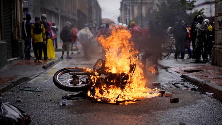 Колумбия влезе в осмия си ден на протести в четвъртък,