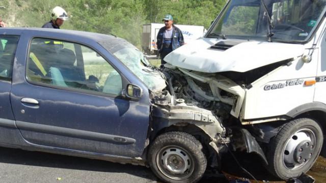 Шофьор пострада след челен удар в Кресненското дефиле