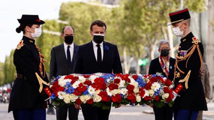 Френският президент Еманюел Макрон участва в церемония в Париж по