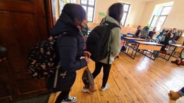 6-и и 11-и клас се връщат в класните стаи
