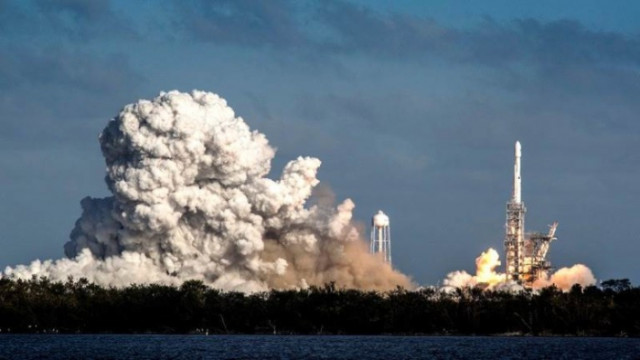 SpaceX ще изстреля сателит до Луната, финансиран с криптовалутата Dogecoin