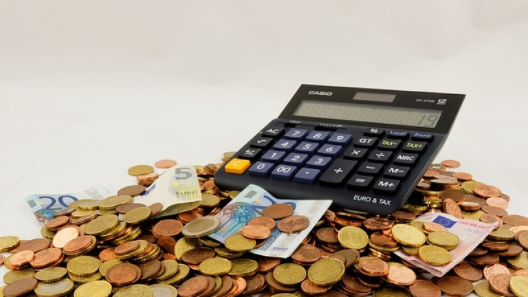 Въпреки че дефицитътще надхвърля критериите за влизане в еврозоната, България