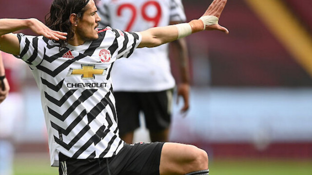 Кавани остава в Манчестър Юнайтед още един сезон
