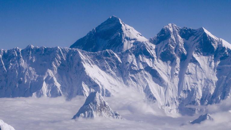 Чужденци се изкачиха на връх Еверест за първи път, откакто