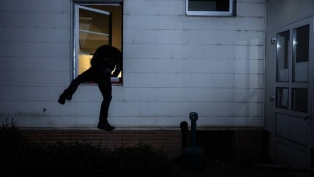 Арестуваха 22-годишен варненец, опитал да открадне вещи от частна вила