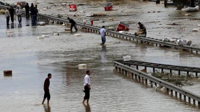 Жертви и разрушения след наводненията в Бурса (ВИДЕО)