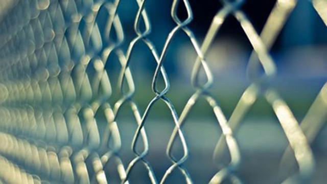 Над година затвор и 500 лв. глоба за жена, теглила пари от карти на починал