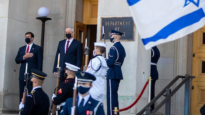 Пентагонът е отзовал около 120 свои служители от Израел, каза