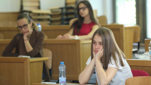 МОН: Няма основание национално външно оценяване за 10 клас да се отменя