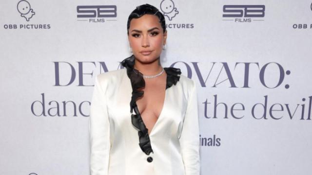 Деми Ловато, Unidentified With Demi Lovato, извънземните и новото занимание на певицата