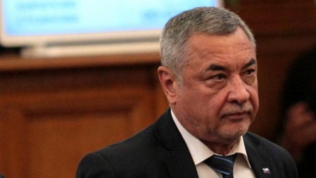 Валери Симеонов не е съгласен с бързото отпускане на мерките