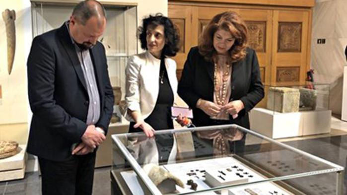 Йотова: Символика е, че Слънчевата зала в НИМ събра 7 в. история на Средновековна България
