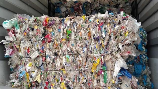 Камиони с пластмасови отпадъци от Румъния, Полша и България са задържани на границата с Турция