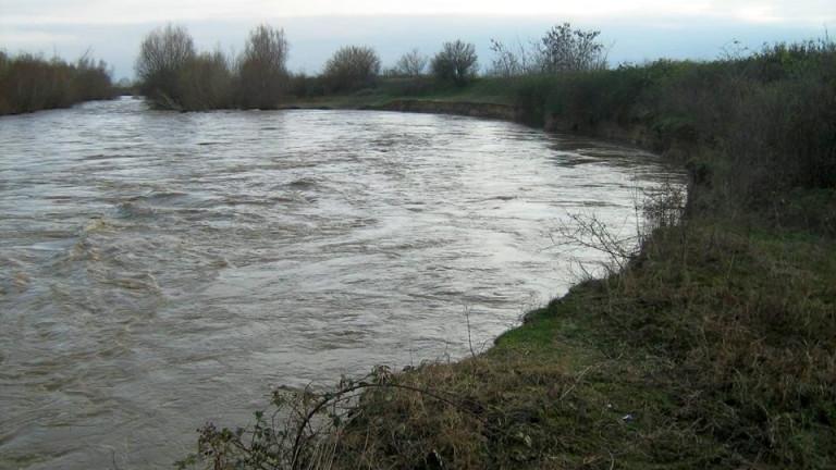 Откриха труп на мъж в коритото на река Марица в Пазарджик