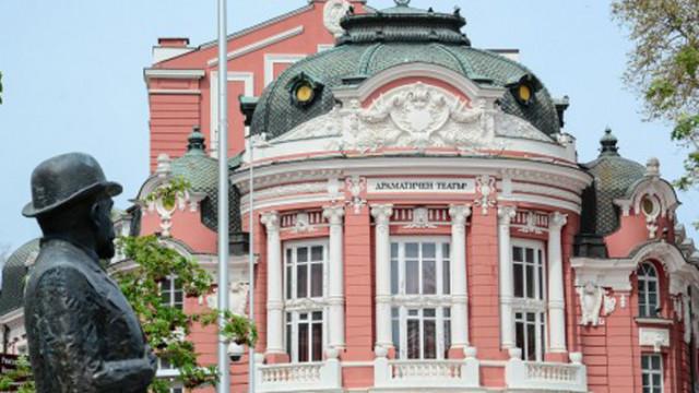 """Нова открита сцена """"Зад театъра"""" ще посреща публика през лятото във Варна"""