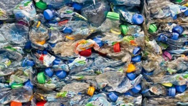 Пластмасов боклук: Докъде можем да стигнем по път, застлан с изхвърлени бутилки