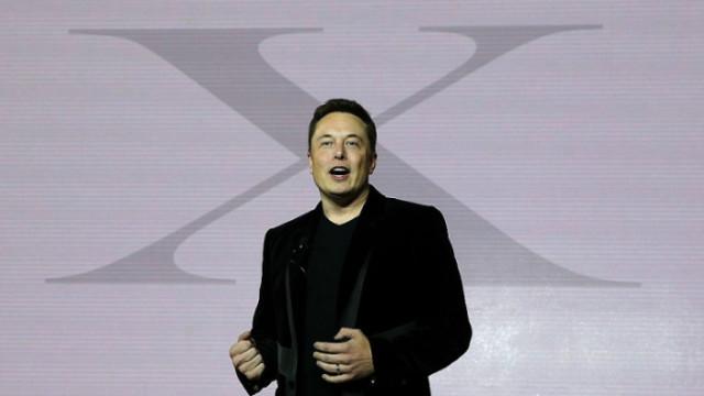Какви са амбициите на Tesla в областта на изкуствения интелект и роботиката?