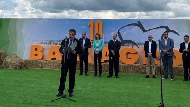 Министър Бозуков: Модерното земеделие не може да се развива без съвременна техника
