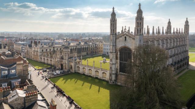 """Кеймбридж отменя лекциите """"лице в лице"""" до 2021 година"""