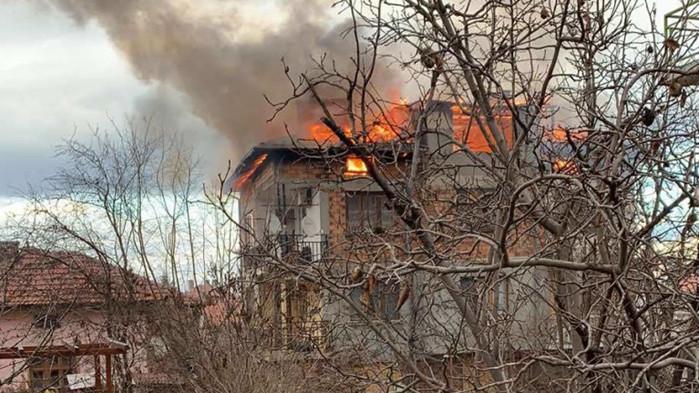 Възрастна жена загина след пожар в къщата й в айтоското