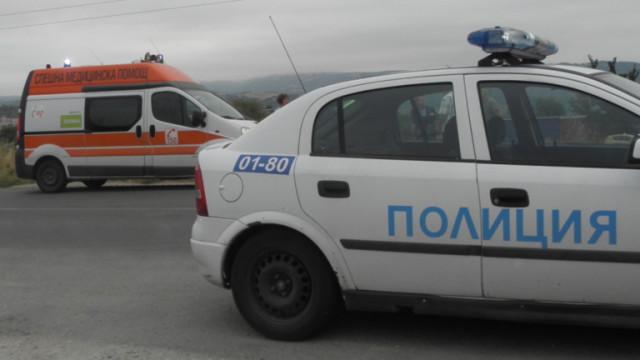 Жертва и трима с опасност за живота след челна катастрофа в Бургаско