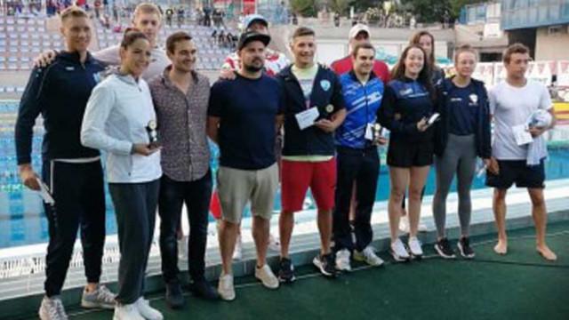 Шампионката от плувния турнир Black Sea Cup дари премията си за болно дете
