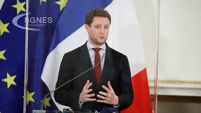 Париж подготвя план английския език да бъде заменен с френски